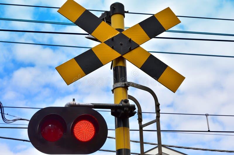 Warnsignal des Bahnübergangs des Tages, als er fein war stockbild