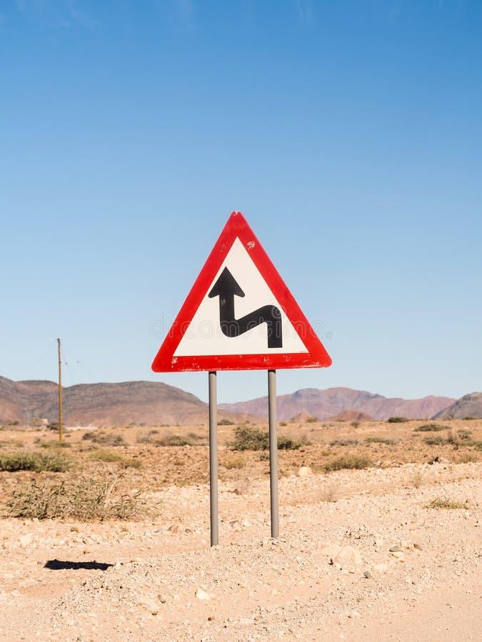 Warnzeichenscharfes schaltet die Namibische Wüste, Namibia, Afrika ein lizenzfreies stockbild