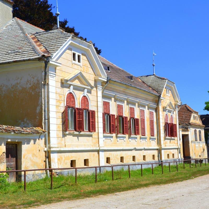 Warowny średniowieczny saxon kościół w wiosce Cincsor, Kleinschenk, Transylvania, Rumunia zdjęcie stock