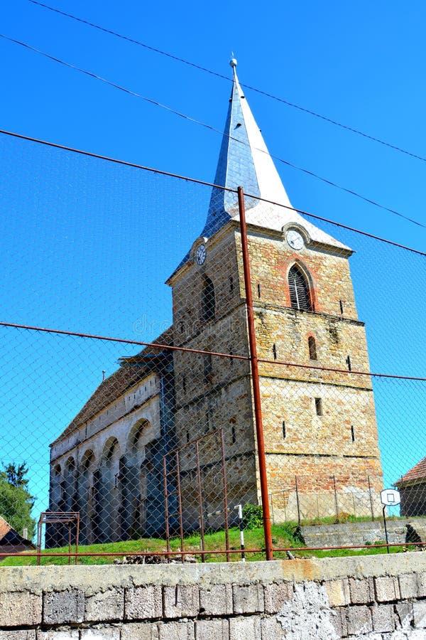 Warowny średniowieczny saxon kościół wewnątrz Wznosi się, Brasov okręg administracyjny, Transylvania ruiny obraz stock