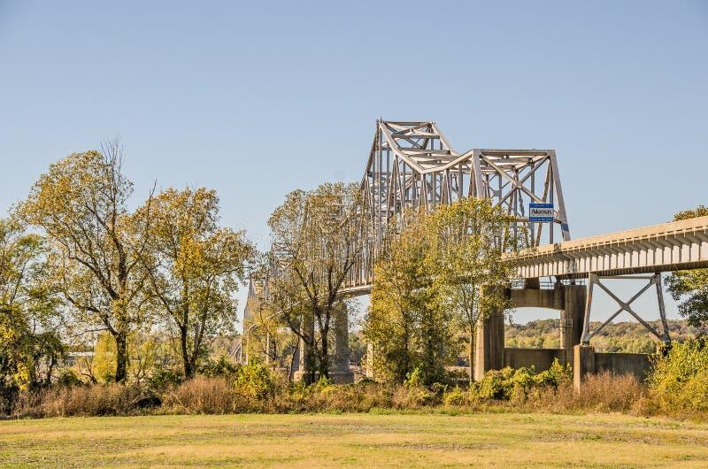 Warren Truss Bridge Over Mississippiet River arkivfoto