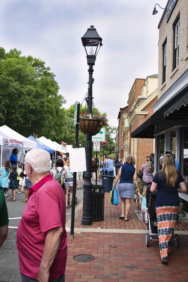 Warrenton, Virginia/USA-5-19-17: Tende del venditore in Warrenton durante il festival di primavera di Warrenton fotografie stock libere da diritti