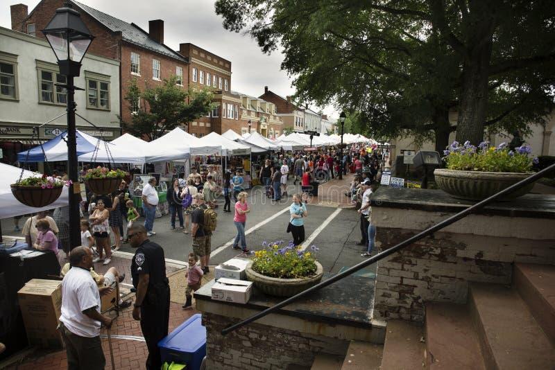 Warrenton, Virginia/USA-5-19-17: Tende del venditore in Warrenton durante il festival di primavera di Warrenton fotografia stock libera da diritti