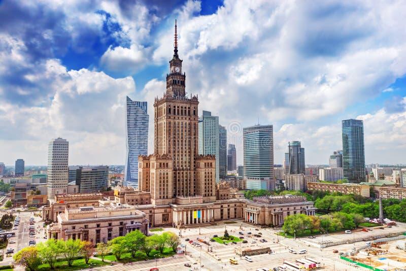 Warsaw Polen Slott av kultur och vetenskap som är i stadens centrum royaltyfri fotografi