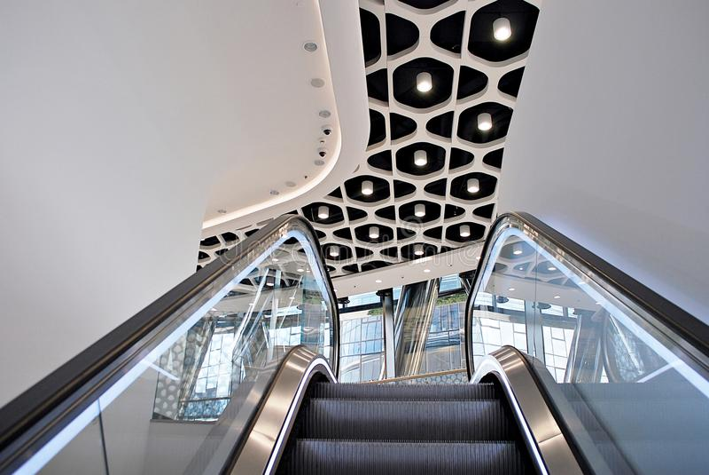 Warschau-Helm Modernes Bürohaus lizenzfreie stockfotografie