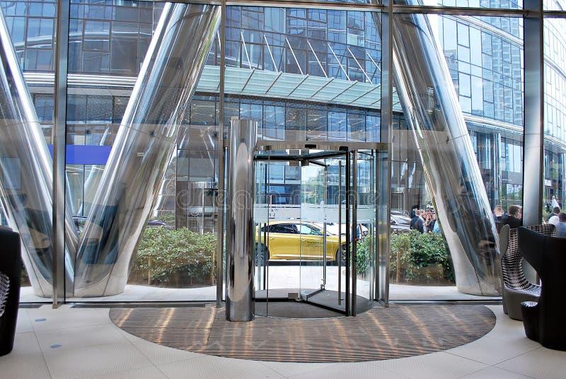 Warschau-Helm Modernes Bürohaus lizenzfreies stockbild