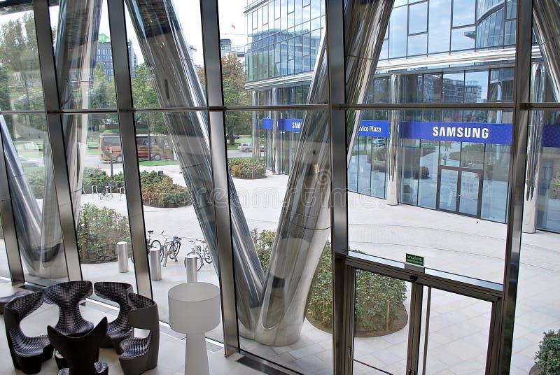 Warschau-Helm Modernes Bürohaus lizenzfreies stockfoto