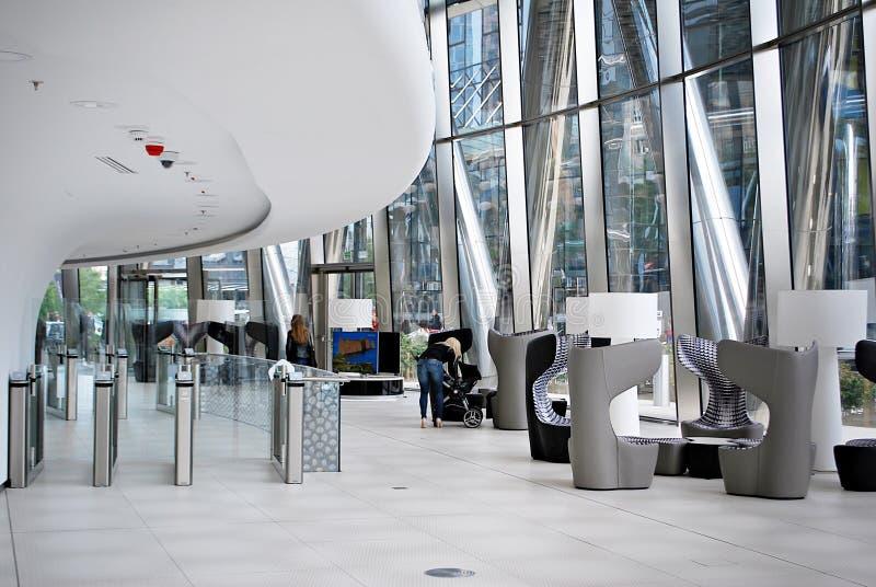 Warschau-Helm Modernes Bürohaus stockfoto