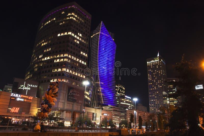 Warschau nachts stockbilder
