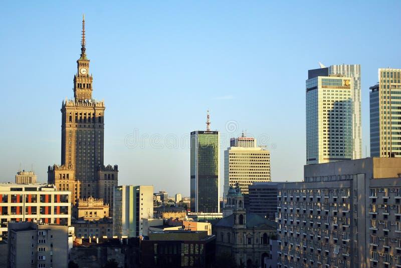 Warschau, Polen 8. August 2016 Ansicht der modernen Wolkenkratzer im Stadtzentrum Warschau-Skyline lizenzfreie stockfotografie