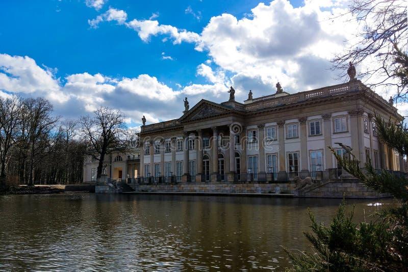 Warschau, Polen, am 8. März 2019: Der Palast auf Wasser in Lazienki-Park lizenzfreies stockfoto