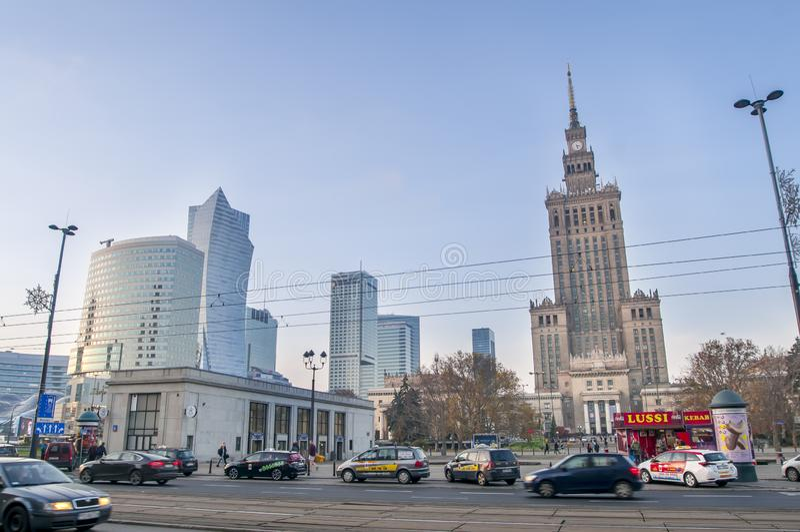 Warschauer Wolkenkratzer und Palast der Kultur und Wissenschaft Palac kultury i nauki lizenzfreies stockbild