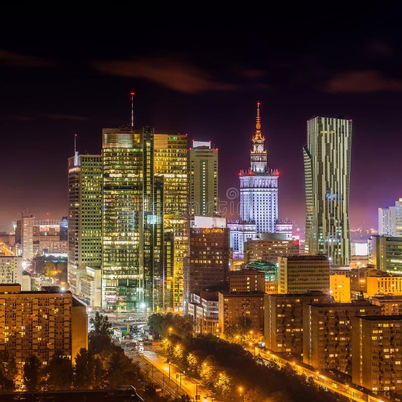 Warshau de stad in bij nacht royalty-vrije stock foto