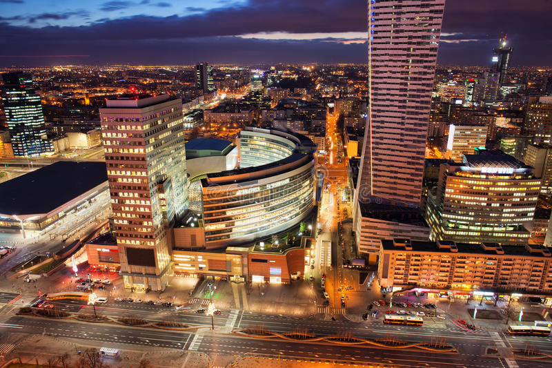 Warshau de stad in 's nachts in Polen royalty-vrije stock afbeeldingen