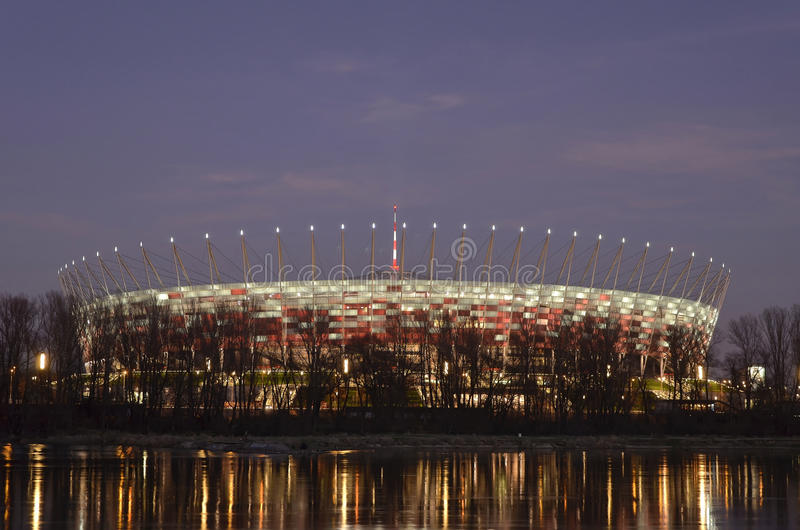 Warshau, Polen - 19 Dec, 2015: Nationaal Stadion in Warshau bij nacht royalty-vrije stock foto
