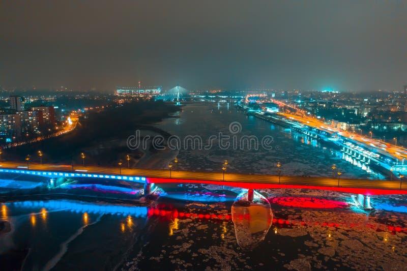 Warshau, Polen Wisla rivier met bruggen met verlichtingssatellietbeeld royalty-vrije stock foto