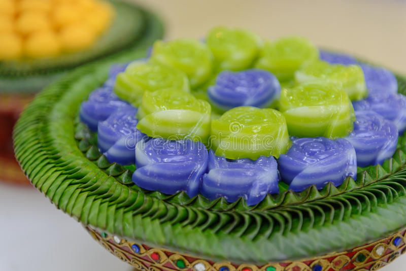 Warstwa cukierki torta Khan Chan Tajlandzki deser w róża kształcie fotografia royalty free