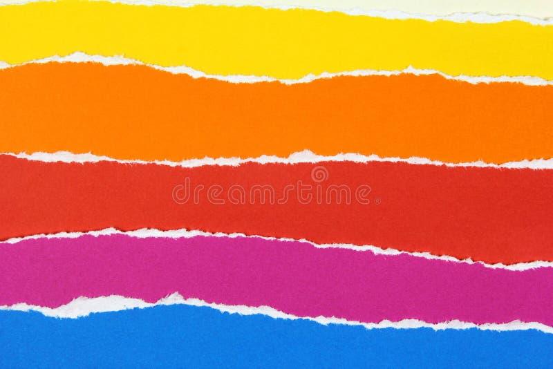 Warstwy kolorowi drzejący papiery zdjęcie stock