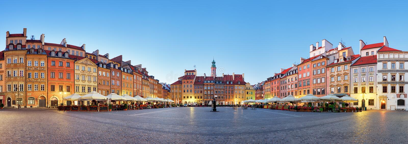 Warszawa gammal stadfyrkant på sommar, Polen, ingen arkivfoton