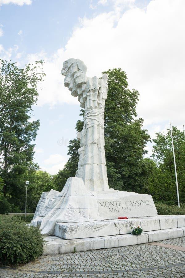 WARSZAWA - Juni 6 2017 - monumentet till striden av Monte Cassino förlade i Warszawa royaltyfri bild
