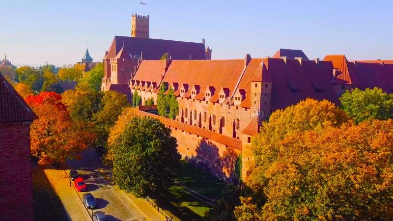 Warszawa, kunglig slott och gammal stad på solnedgången 2019 - Polen 1-2019 royaltyfria foton