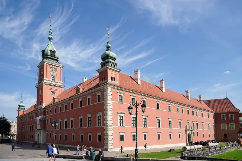 WARSZAWA POLAND/EUROPE - SEPTEMBER 17: Den kungliga slotten i nollan royaltyfri foto
