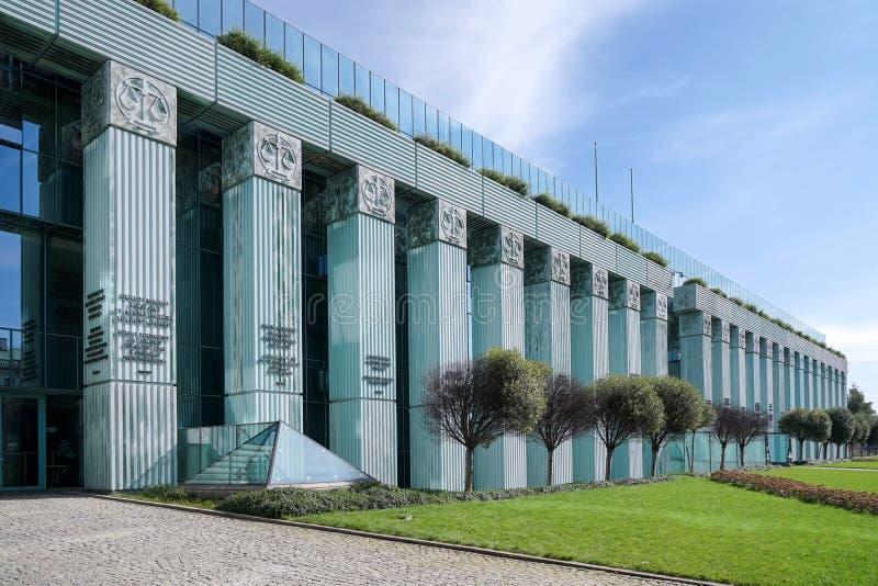 WARSZAWA POLAND/EUROPE - SEPTEMBER 17: Högsta domstolen i krig royaltyfria bilder