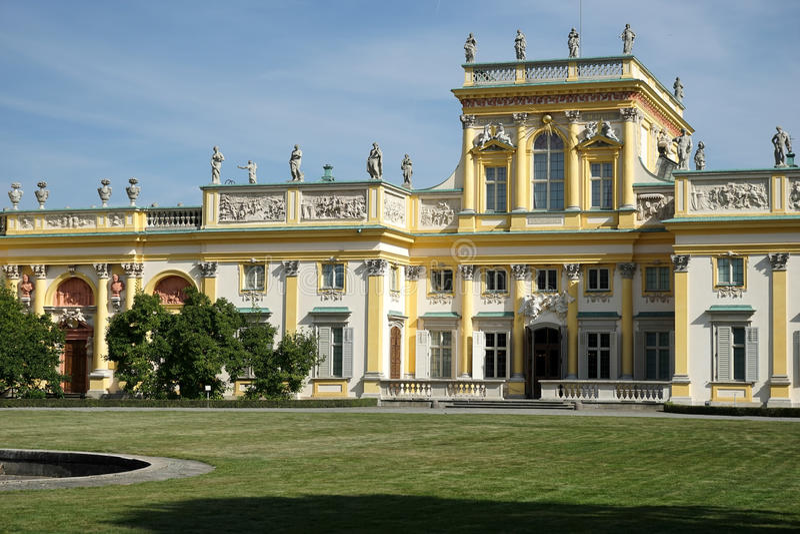 WARSZAWA POLAND/EUROPE - SEPTEMBER 17: Wilanow slott i Warszawa arkivbild