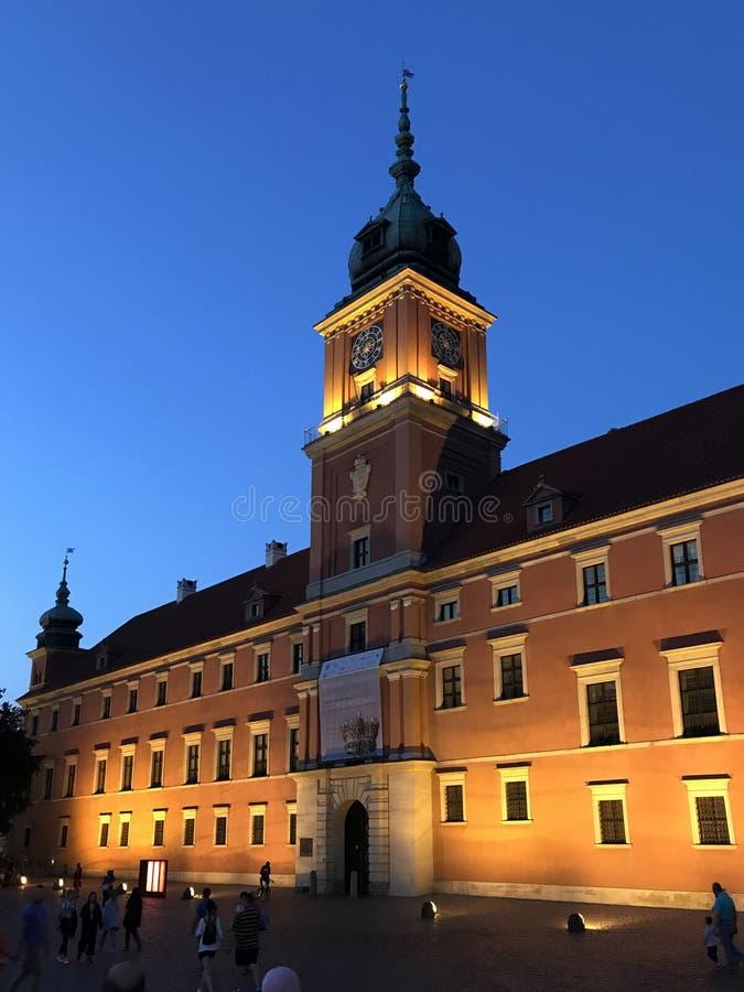 Warszawa Polen Juli 2019 - den kungliga slotten på natten arkivbild