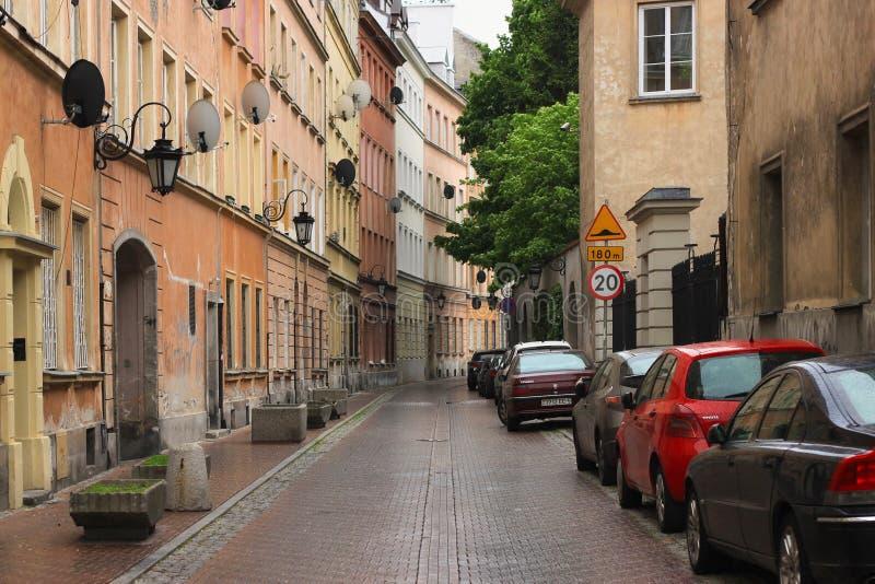 WARSZAWA POLEN - MAJ 12, 2012: Sikt av de historiska byggnaderna i gammal del av Warszawahuvudstad och den st?rsta staden av Pole arkivfoto