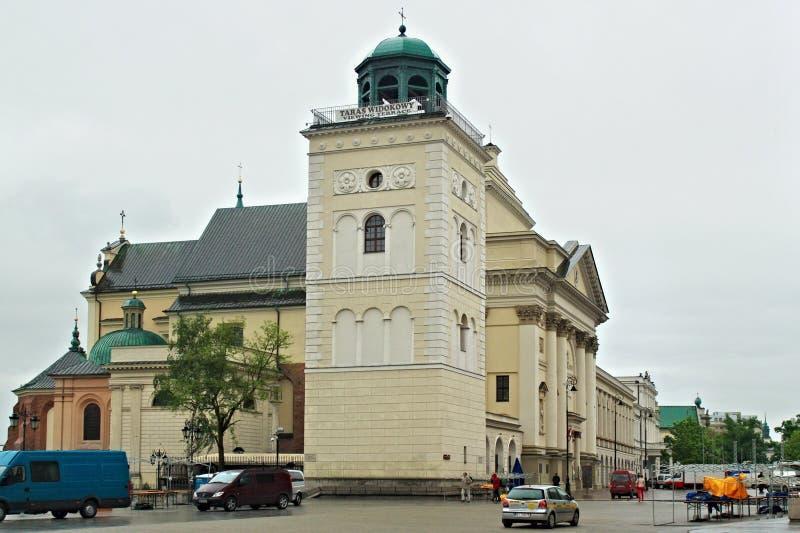WARSZAWA POLEN - MAJ 12, 2012: Sten Anne Church i den historiska mitten av Warszawa arkivfoton