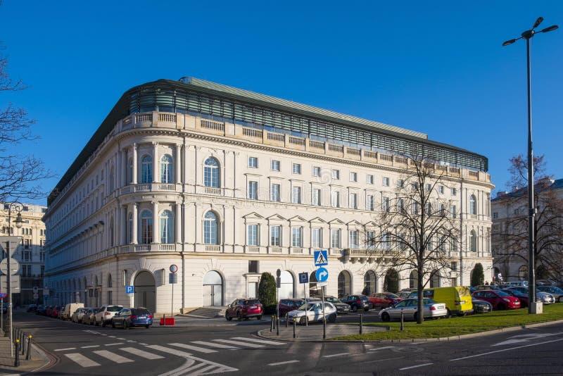 Warszawa Polen - renoverade det Europejski hotellet på Krakowskie Przedm royaltyfri foto
