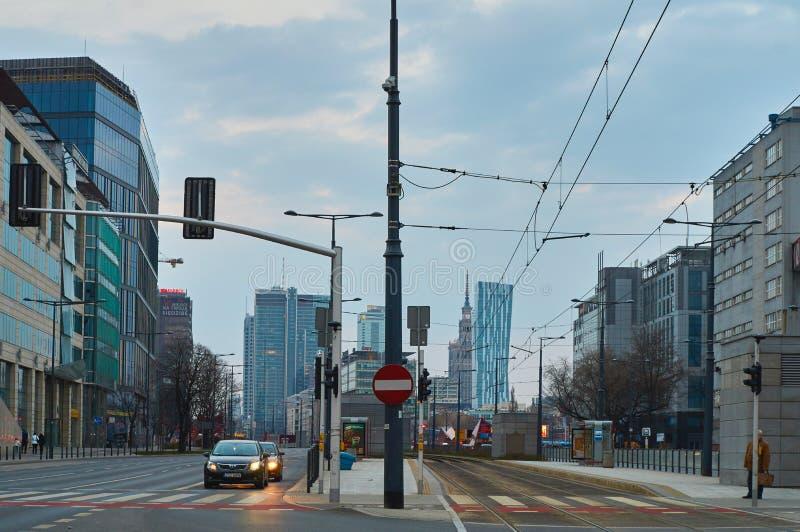 Warszawa Polska, Marzec, - 28, 2016: Kasprzaka ulica, budynek biurowy Warszawska iglica w budowie obraz royalty free
