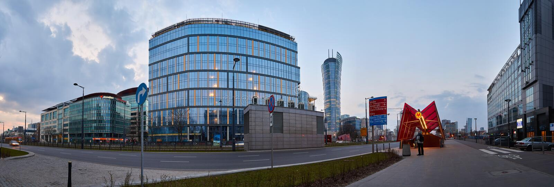 Warszawa Polska, Marzec, - 28, 2016: Kasprzaka ulica, budynek biurowy Warszawska iglica w budowie, panoramiczny widok fotografia stock