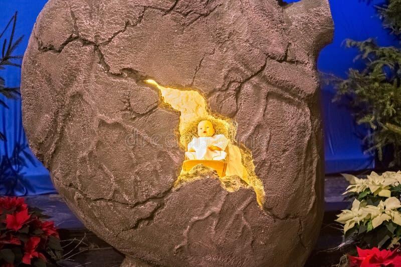 WARSZAWA POLSKA, STYCZEŃ, - 01, 2016: Bożenarodzeniowa narodzenie jezusa scena z serca i dziecka jezus chrystus fotografia stock