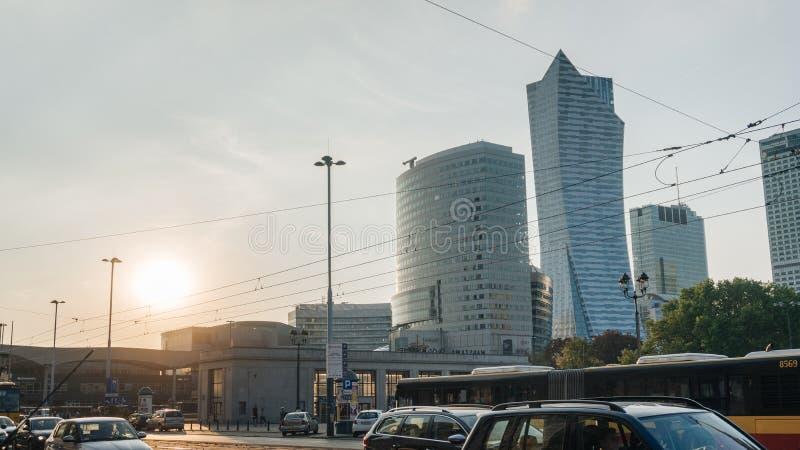 Warszawacentrum på solnedgången arkivbild