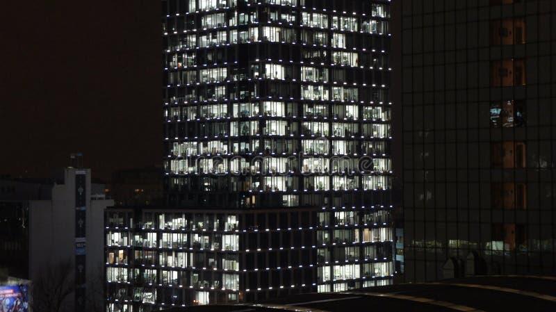 Download Warszawski Polska Miasto Przy Nocą Zdjęcie Stock Editorial - Obraz złożonej z officemates, budowa: 106905663