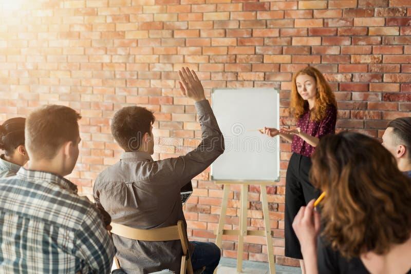 Warsztat przy uniwersytetem Biznesu i przedsiębiorczości wydarzenie fotografia royalty free