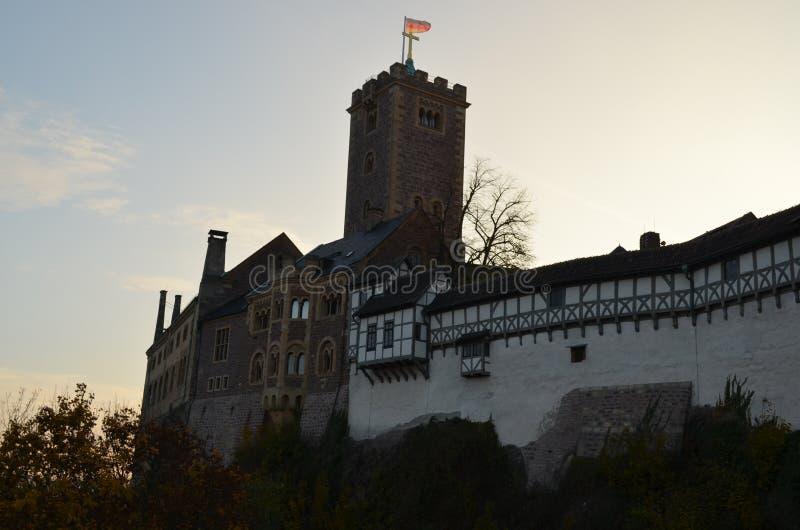 Wartburg Castle, Γερμανία, με τον τοίχο, τον πύργο, και τα δέντρα στοκ φωτογραφίες