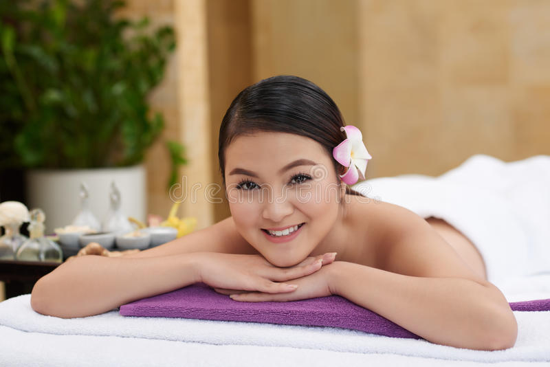 Wartebeginn der Massage-Behandlung stockfotos