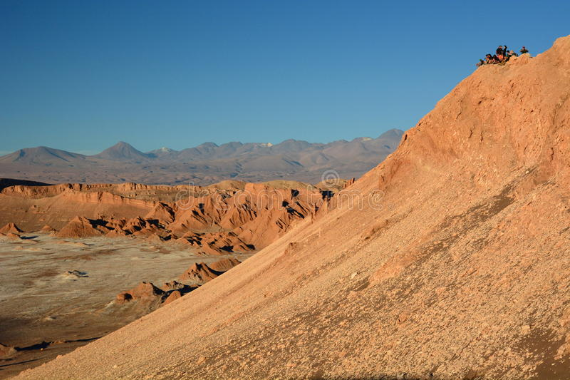 Wartesonnenuntergang in Valle-De-La Luna San Pedro de Atacama chile lizenzfreies stockfoto