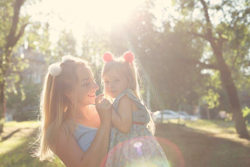 Wartości rodzinne Matka i córka zdjęcia royalty free