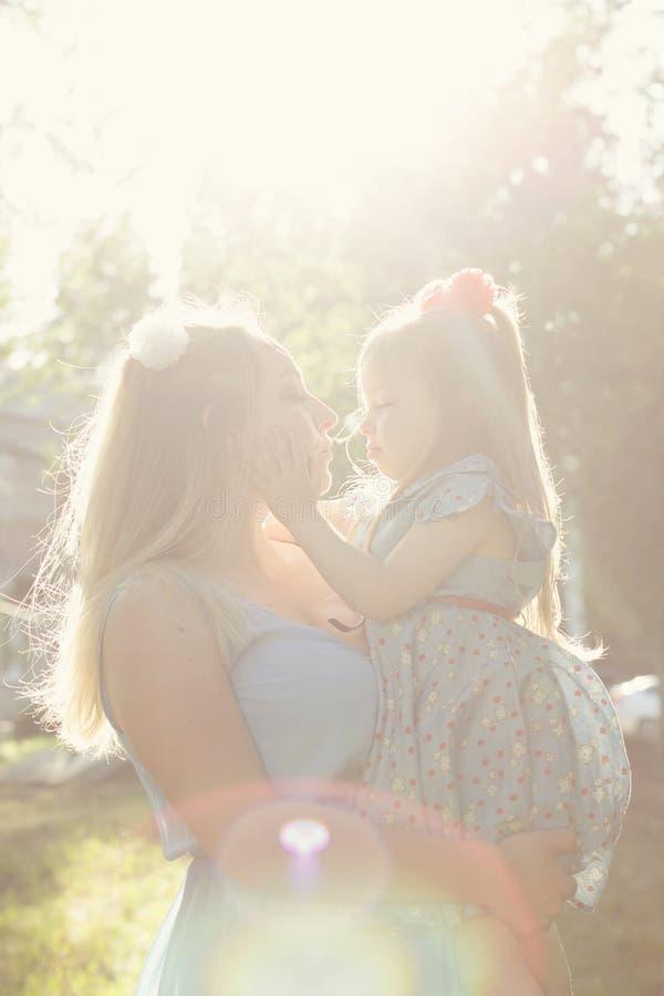 Wartości rodzinne Matka i córka zdjęcie royalty free