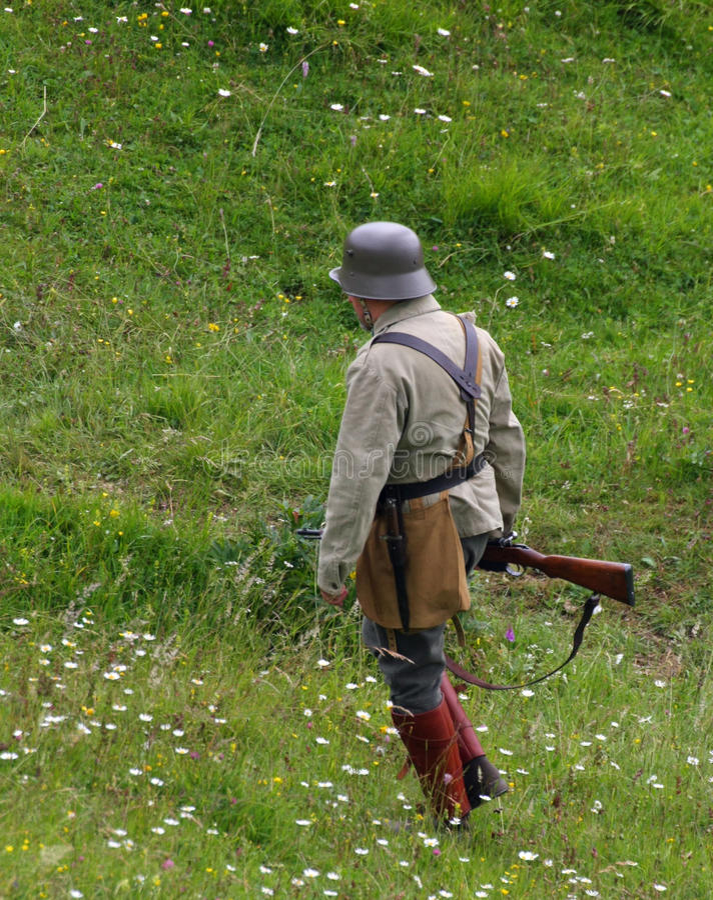 Wartowników żołnierze podczas gdy patrolujący górę zdjęcie stock