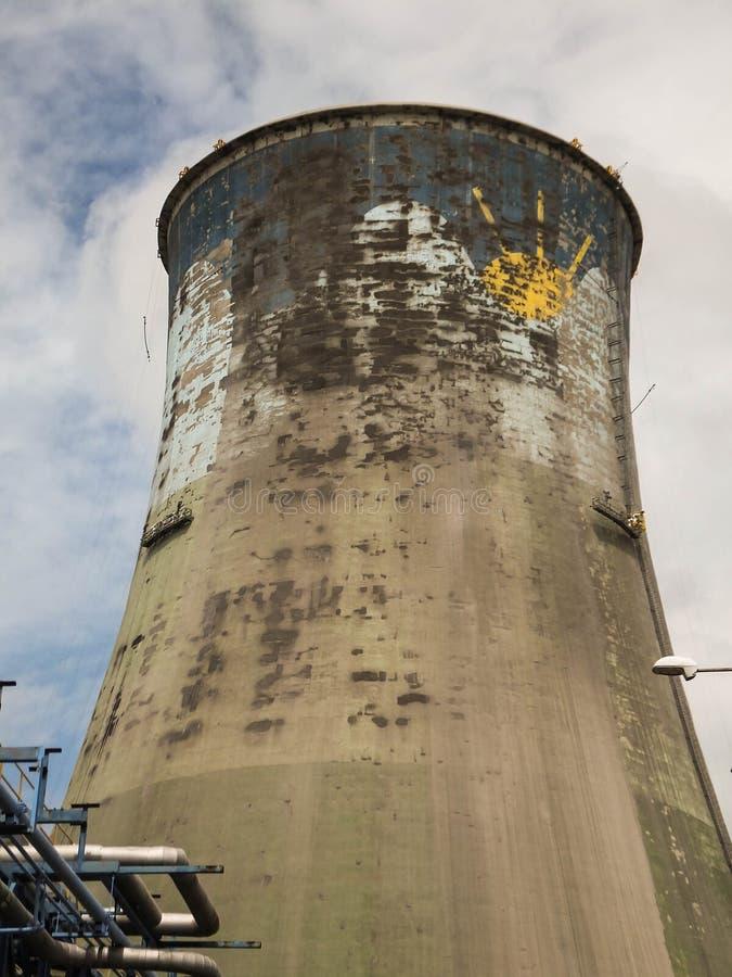 Wartung des Kühlturms der Betonmauern lizenzfreie stockfotografie