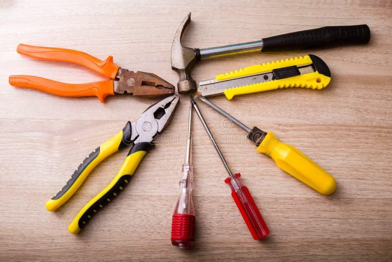 Download Wartungswerkzeuge Auf Dem Boden Stockfoto - Bild von stadt, experte: 106802226