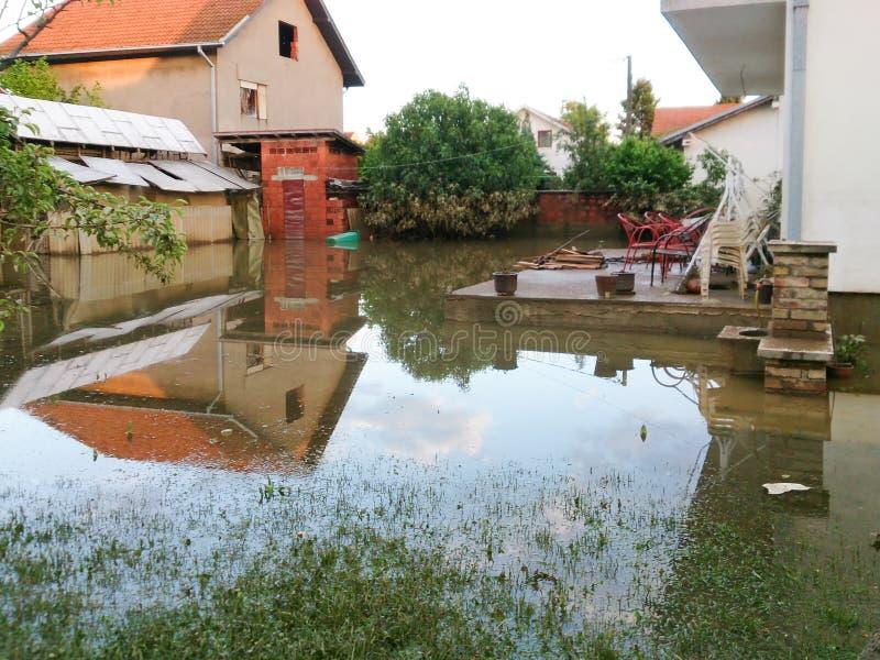 Warunek dom z jardem po powodzi zdjęcia royalty free