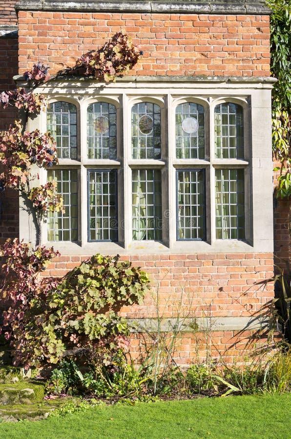 Warwic casero majestuoso emparedada viejo del jardín de la casa elizabethan del packwood imagen de archivo
