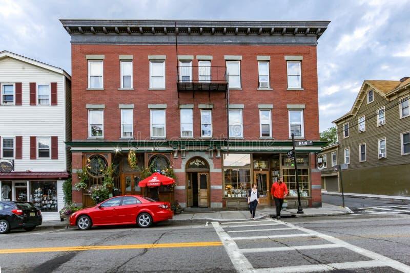 Warwick, NY/Verenigde Staten - Juli 1, 2016: Landschapsmening van Main Street van Warwick stock foto