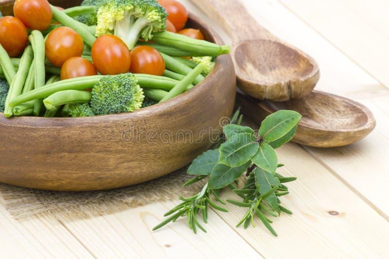 Download Warzywa i ziele obraz stock. Obraz złożonej z wiśnia - 28974293